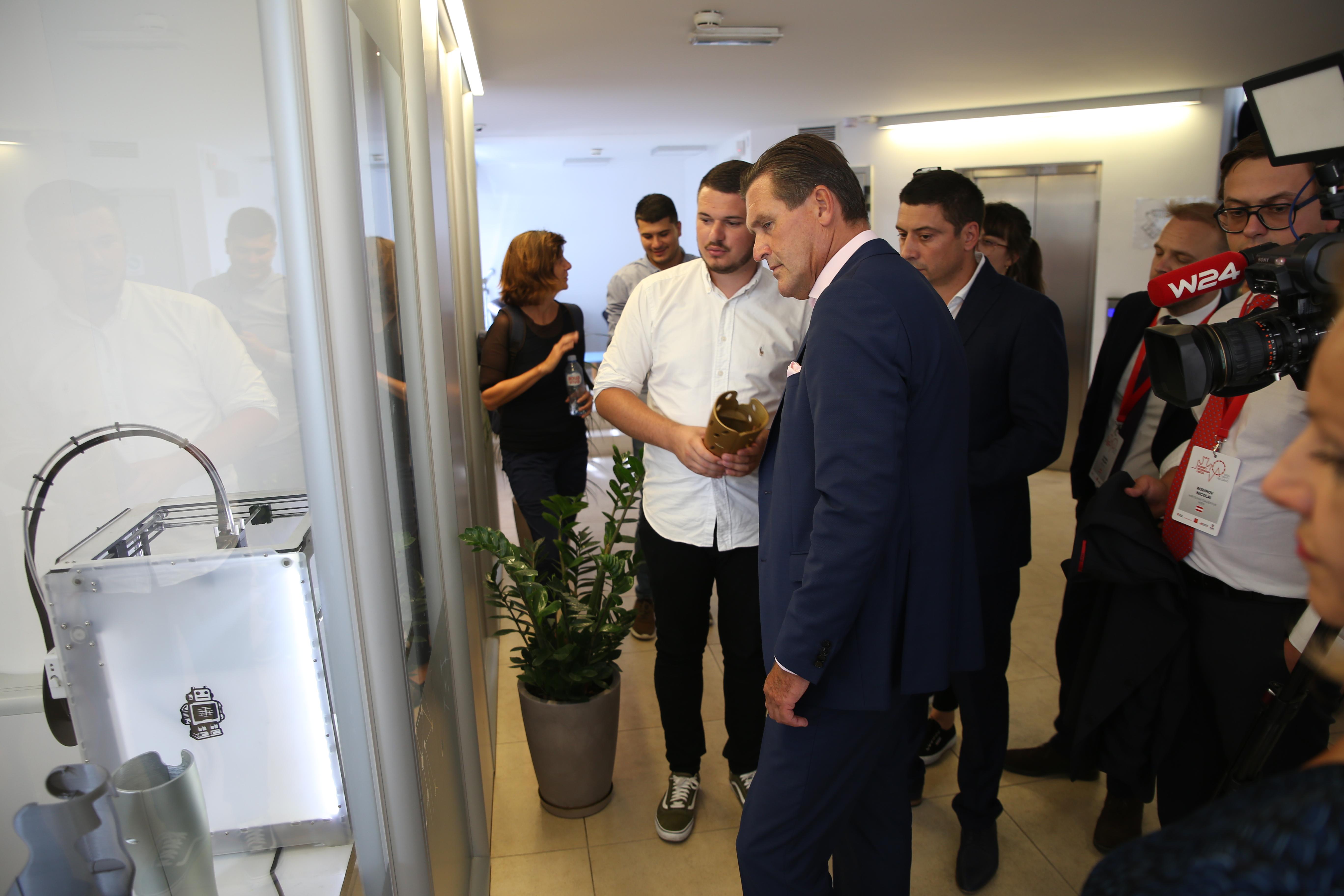 Члан Градске владе Беча Петер Ханке у посети НТП Београд